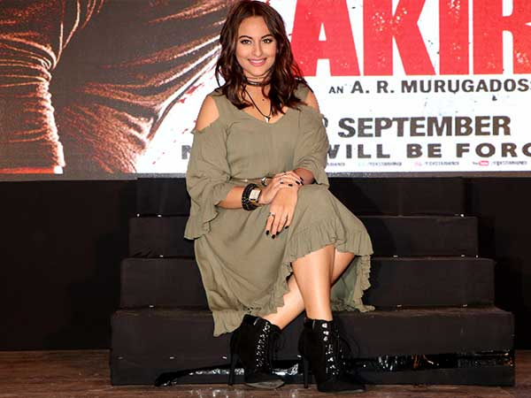 sonakshi-sinha-looks-edgy-at-the-trailer-launch-of-akira-1